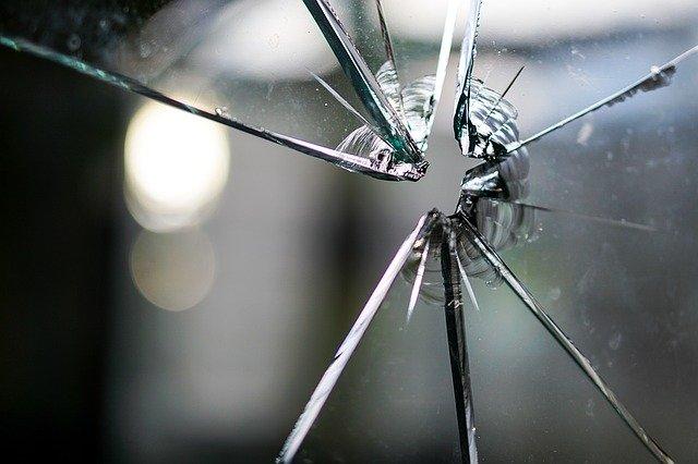 ガラス面の破損