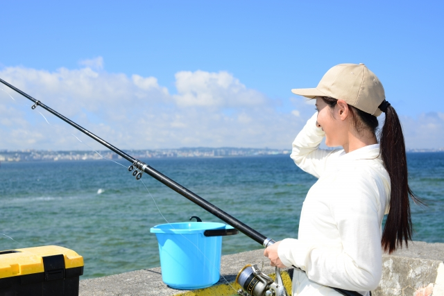 釣りをしている女性